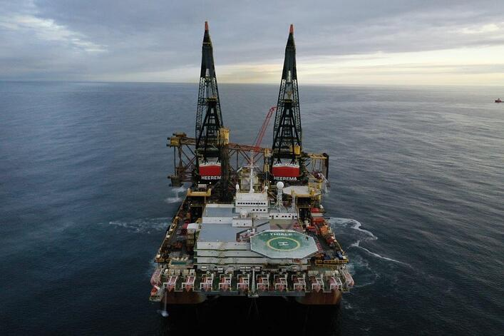 From installation to removal: Thialf returns to Goldeneye Field