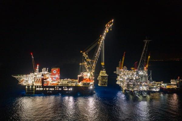 Sleipnir installing Leviathan platform (1)